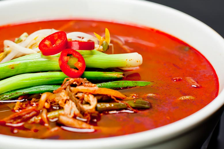 SPICY BEEF SOUP W: VEGETABLE(육개장)